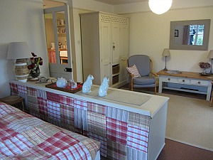 Ladybird cottage sleeps 2, close to Winterton beach and Horsey beach