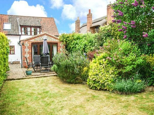 The dog friendly secure garden at Kingsley Cottage in Hickling