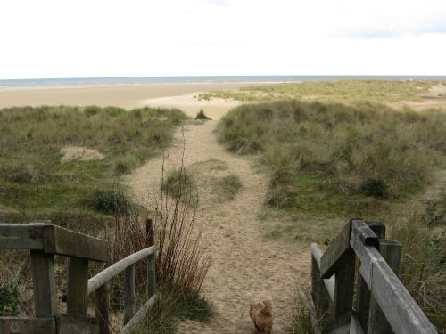 Holkham west beach approach